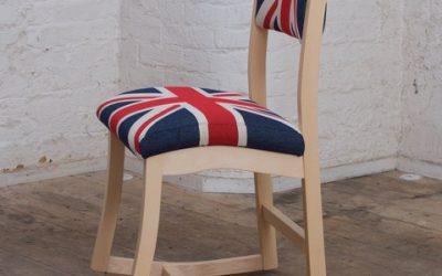 Super Sitting In Three Ways On One Chair